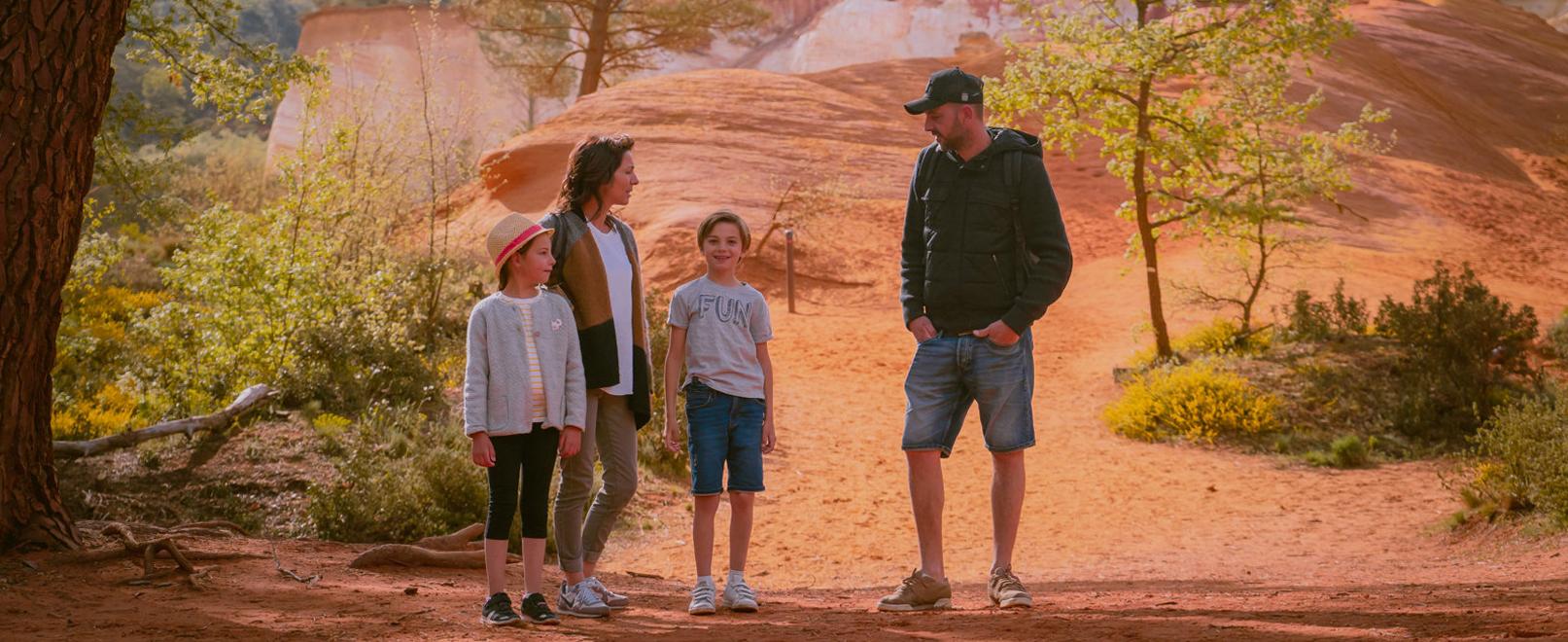 Famille au Colorado Provençal © Planque