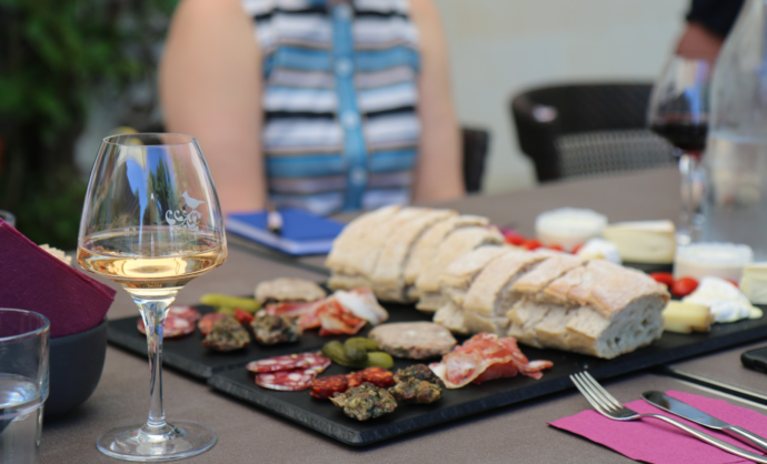Repas au domaine viticole @ Gillet