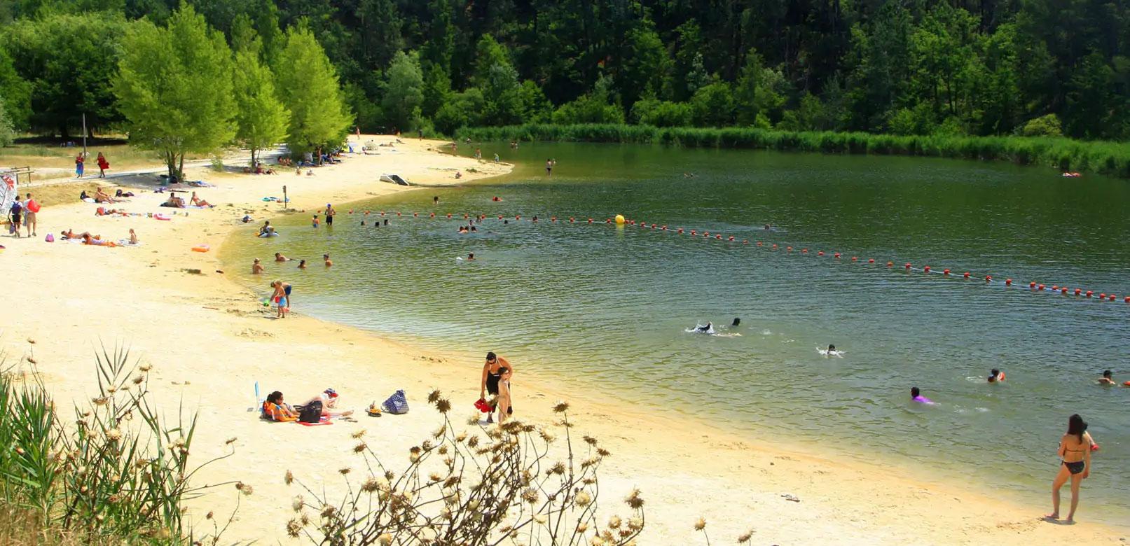 Bain de fraîcheur au lac des Salettes
