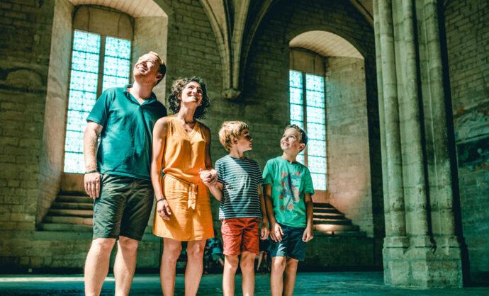 Famille au Palais des Papes à Avignon