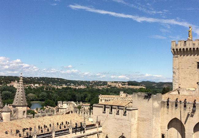 Vue sur Villeneuve-lez-Avignon depuis la terrasse du Palais des Papes