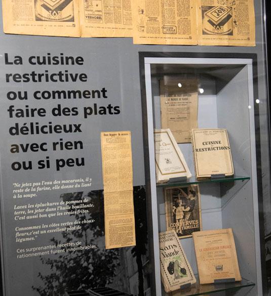 Vitrine au musée de la résistance de Fontaine-de-Vaucluse
